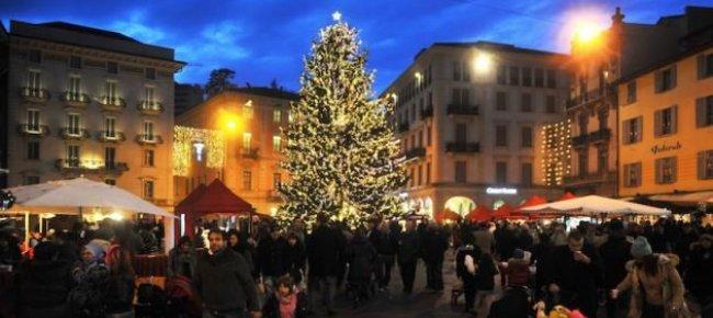 Decorazioni Natalizie Lugano.Il Natale A Lugano Dura Un Mese Anzi Di Piu Ecco Tutte Le Date E